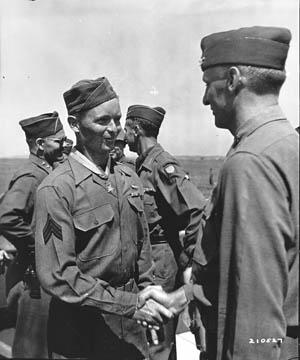 Mortarman Oscar Johnson's (left facing camera) aggressive courage earned Medal of Honor on September 16.