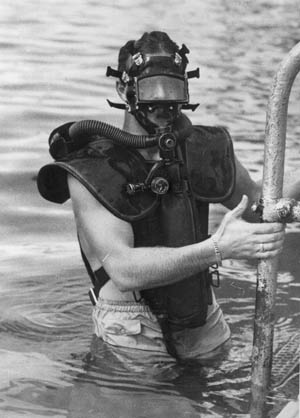 A combat diver of the OSS Maritime Unit trains with the Lambertson Amphibious Respiratory Unit during World War II.