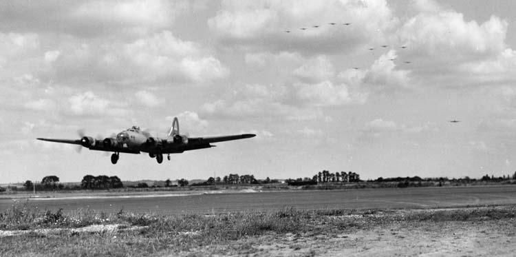 B-17 crewman