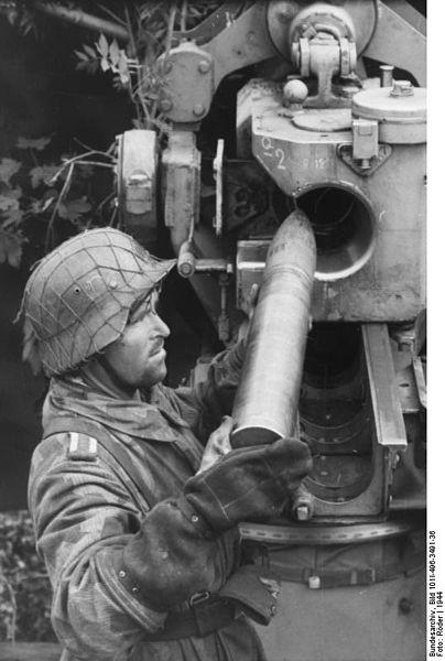 404px-Bundesarchiv_Bild_101I-496-3491-36,_Frankreich,_Flak-Geschütz