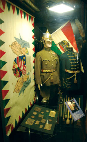 A display features Hungarian Guard uniforms from the 1920s.