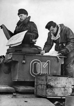Strachwitz in the cupola of a panzer.