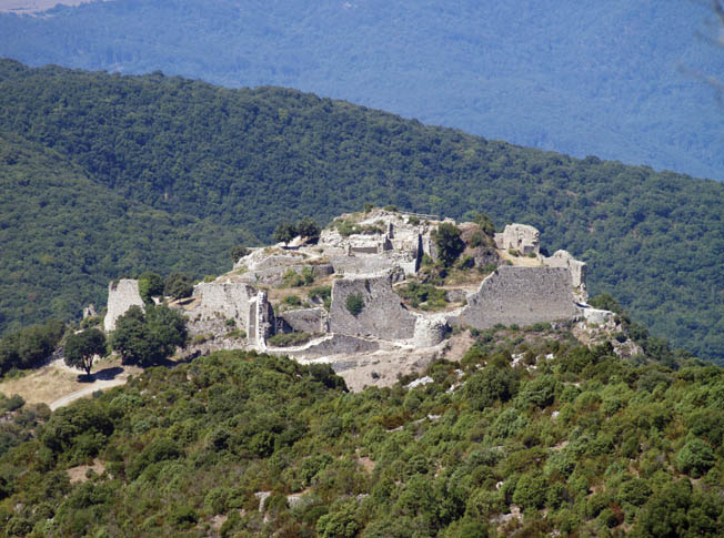 Perched on a tall peak and surrounded by deep ravines, Castle Termes was a daunting objective for Simon de Montfort in 1210. Despite a tenacious defense lasting three months, the Crusaders ultimately prevailed.