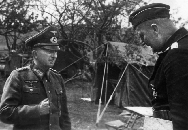 Although small of stature, Knobelsdorff, left, made up for it with bold, decisive moves. Here he briefs Major Walter Mecke, commander of 1st Battalion, Panzer Regiment 27, in Russia, summer 1941.