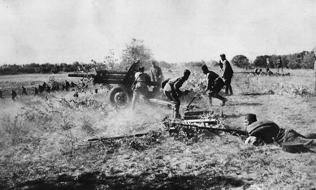 A Soviet 76mm ZiS-3 divisional field gun opens up on advancing German troops, summer 1941.