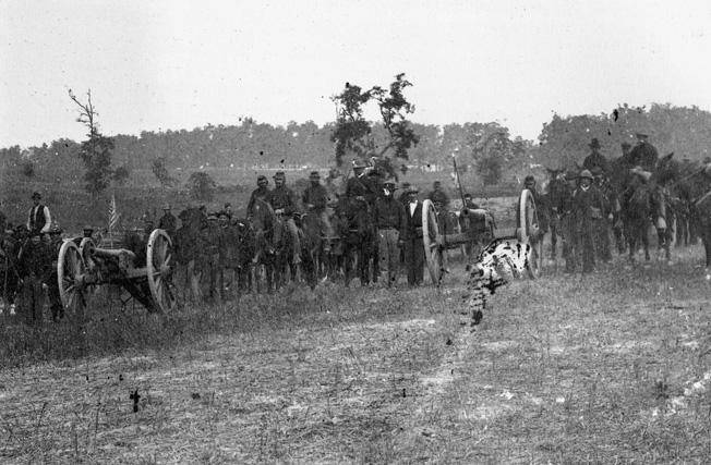 The battle of antietam ap hills greatest action artillerymen of joseph knaps pennsylvania battery pose proudly beside their guns near smoketown fandeluxe Choice Image