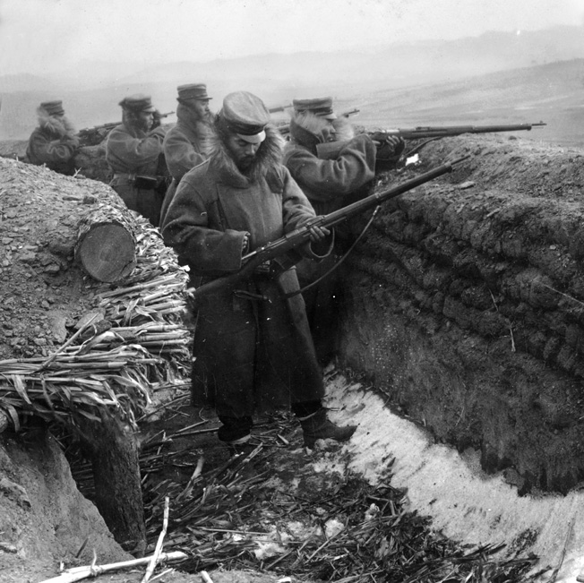 Japanese sharpshooters man the forward trenches outside Mukden. Soon, they would go over to the offensive.