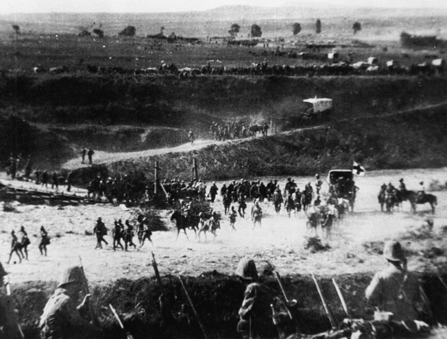 In a still taken from a newsreel of the fighting at Spion Kop, Buller's shellshocked columns retreat over the Tugela River via pontoon bridge after losing the Battle of Spion Kop.