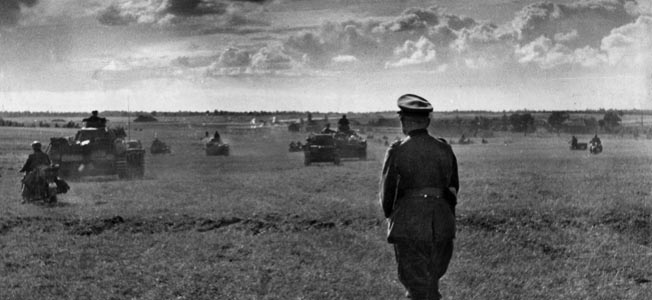 HEINZ GUDERIAN. Guderian, Heinz - Officer, General, Germany *1888-1954+ watching his troops gaining ground during the Russian campaign July/August 1941 - Photographer: Hanns Hubmann - Published by: 'Signal' 19/1941 Vintage property of ullstein bild, ullstein bild ID 00127539.
