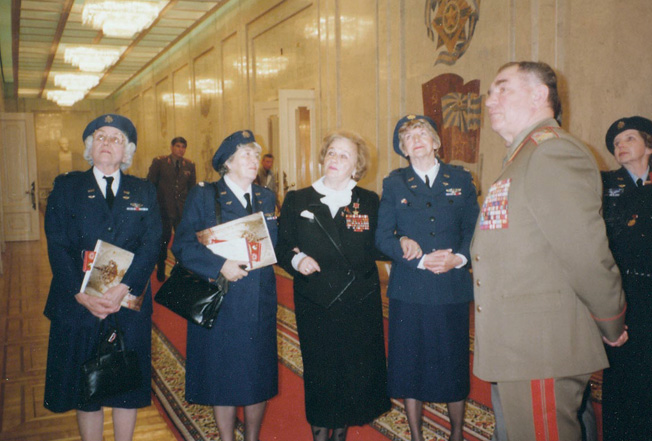 In 1990, a group of WASP veterans traveled to Moscow to meet their Soviet counterparts. Pictured (left to right): Charlyne Creger, Barbara Ward Lazarsky, Soviet pilot Nadezhda Popova, 46th Guards Night Bomber Aviation Regiment, Marjorie Osborne Nichol, unidentified Russian official, and Marty Wyall.
