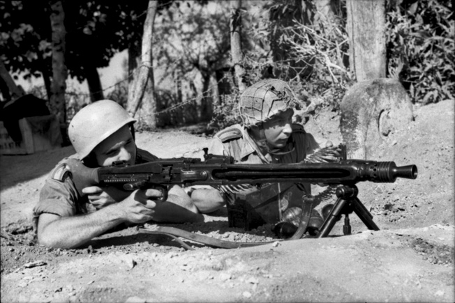 Two paratroopers of the Hermann Göring Division man an MG 42 against invading Allied forces on Sicily.