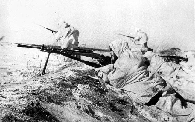 Well-equipped for combat in brutal conditions, Red Army troops advance while being covered by a 7.62mm Degtyarev M-27 machine gun.