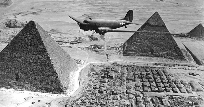 USAAF_C-47_flies_over_the_Giza_pyramids_1943