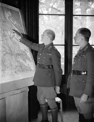 Lord John Vereker, 6th Viscount Gort (left), commander of the BEF in France, confers with his chief of staff, General Henry Pownall at British Army headquarters in 1939.