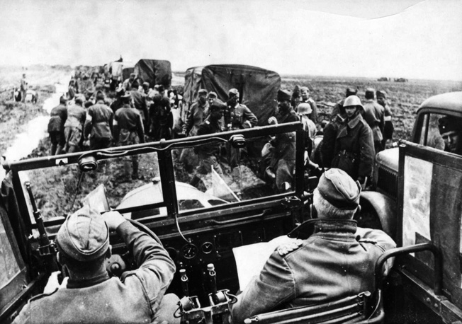 Visiting the Kertsch Front on May 20, 1942, General Erich von Manstein takes stock in the condition of his troops.
