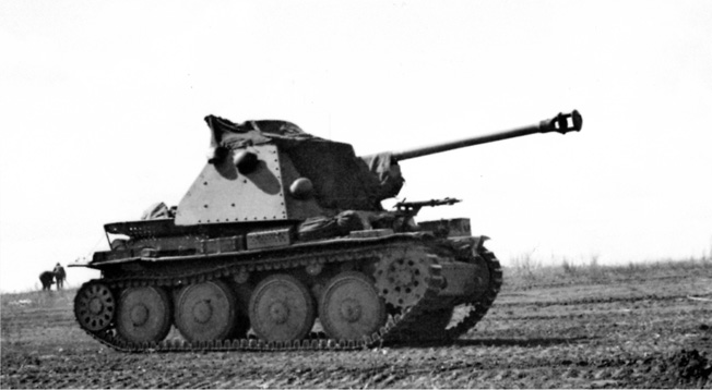 This self-propelled gun, a variant of the Marder, icludes the Czech-designed 38(t) chassis. It mounts a powerful 75mm cannon and a 7.92mm machine gun for defense against infantry attacks.