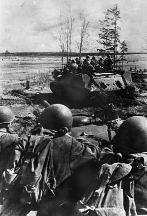 Moving forward during one of their numerous counterattacks against the Germans advancing toward Rostov, Red Army soldiers hitch rides atop several self-propelled assault guns. With fixed forward-firing main weapons, the assault guns were usually at a disadvantage when they encountered German tanks with traversing turrets.