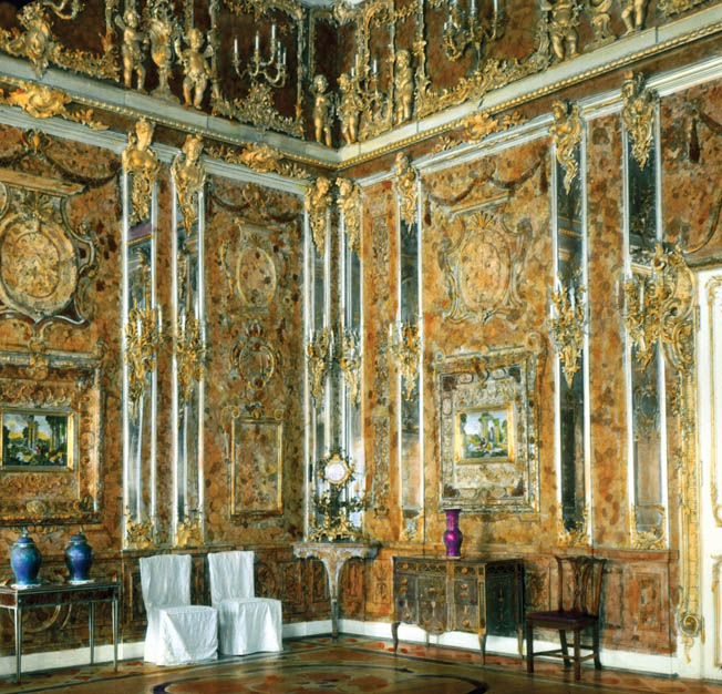 The fabled Amber Room was photographed  in 1931, before its unexplained disappearance  during World War II. At the time, the room  was on display in the Tsarskoye Selo Palace in  the Leningrad suburb of Pushkin.