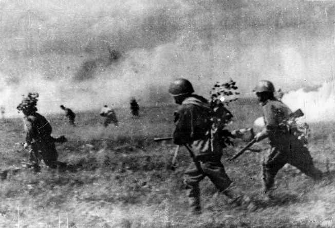 A battalion of Soviet infantry rushes forward to attack the Germans near Minsk.