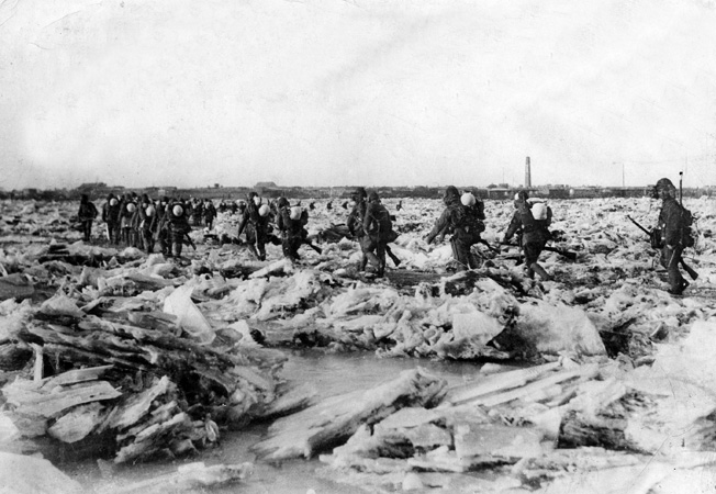 Japanese troops have no difficulty crossing the frozen Liaq River into Tienqhuangtai, China, January 18, 1932.