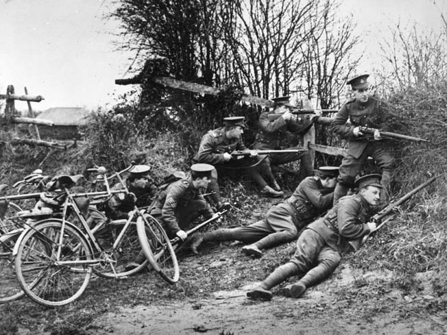 OP British soldiers train with the Short Magazine Lee-Enfield during the early days of World War I. Conditions in the trenches were hard on rifles, but soldiers used their ingenuity to keep the dirt and mud out of their weapons.
